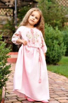 Нарядное детское платье из нежно-розового льна
