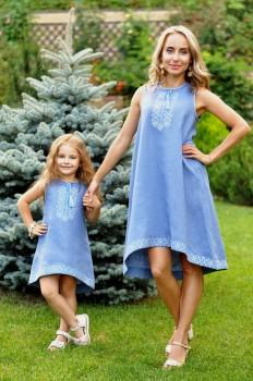 Комплект вышитых платьев оригинального кроя для мамы и дочки