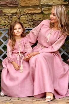 Сказочно красивый комплект платьев для мамы и дочки с идентичной вышивкой