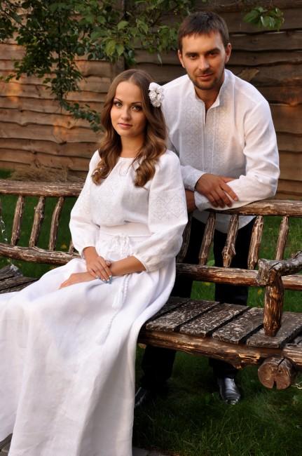 """Свадебный комплект из мужской вышиванки и женского платья с вышивкой в технике """"белым по белому"""""""