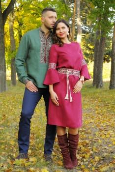 Превосходный вышитый комплект - мужская рубашка из зеленого льна с вышивкой и женственное платье А-силуэта богатого винного цвета