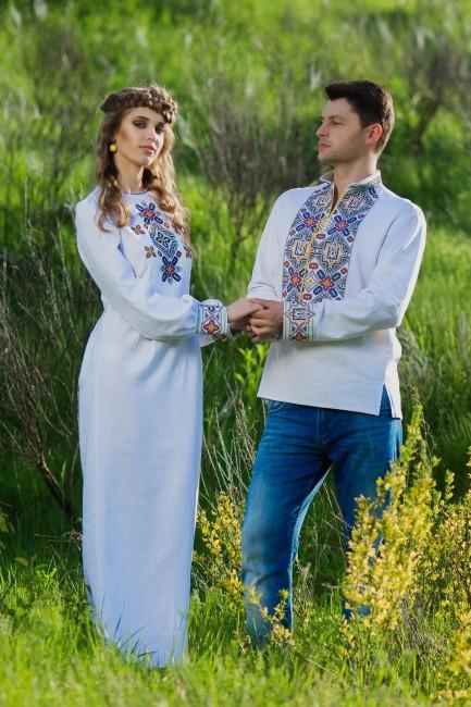 Оригинальный комплект - мужская вышитая рубашка и женское платье с выразительной вышивкой