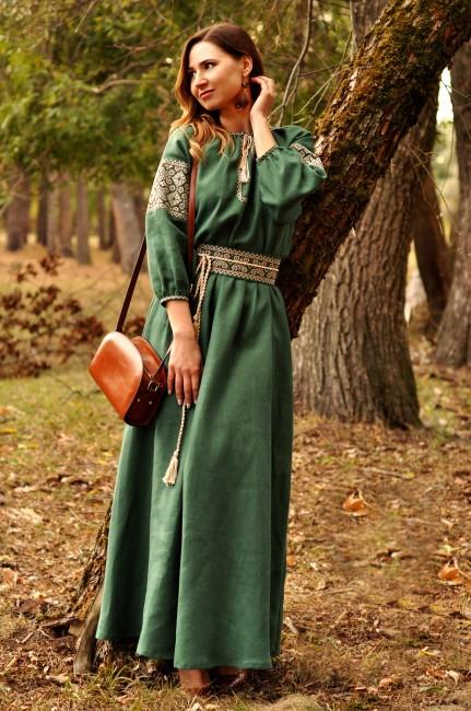 Невероятно женственное длинное платье зеленого оттенка