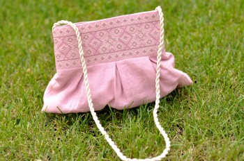 Мини-сумочка с вышивкой для девочки