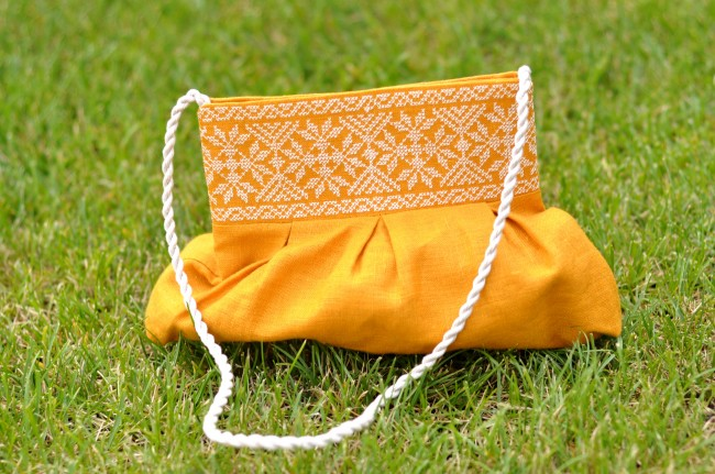Сумочка с вышивкой для девочки