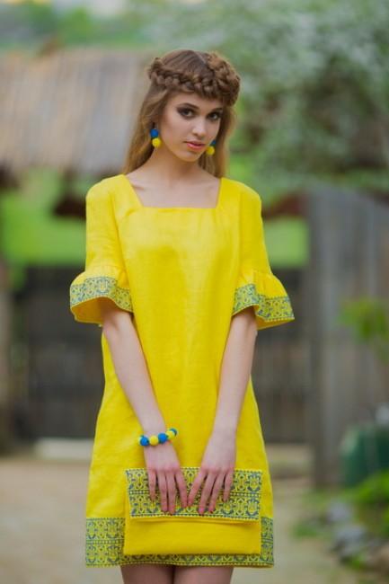 Платье желтое с вышивкой
