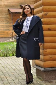 Пальто и блуза с вышивкой