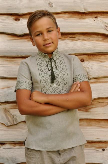 Детская вышитая рубашка с неотбеленого льна