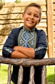Дитяча синя вишиванка для хлопчика з геометричним орнаментом