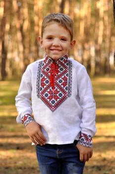 Рубашка-оберег для мальчика с традиционной вышивкой