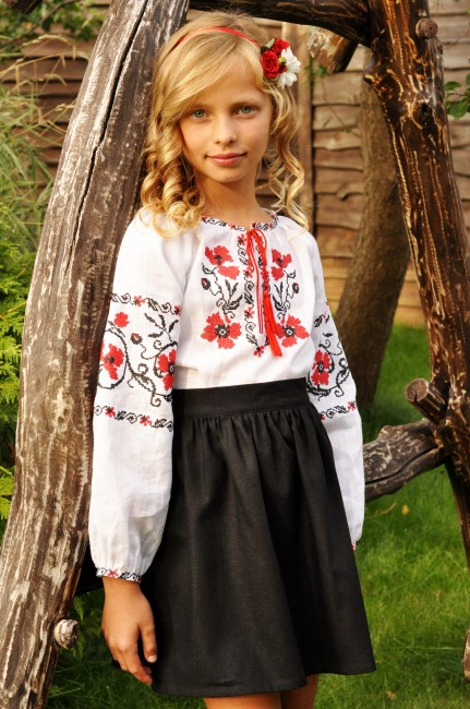 Дитяча вишиванка з червоно-чорною вишивкою для дівчинки