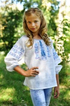 Вышиванка белая с сине-голубым узором для девочки