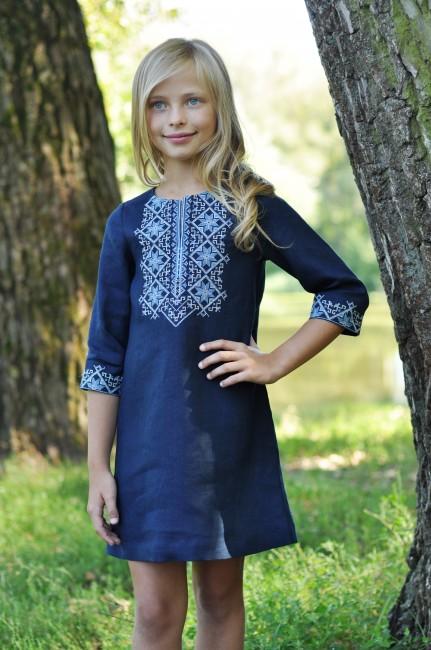 Платье для девочки из синего льна с вышивкой