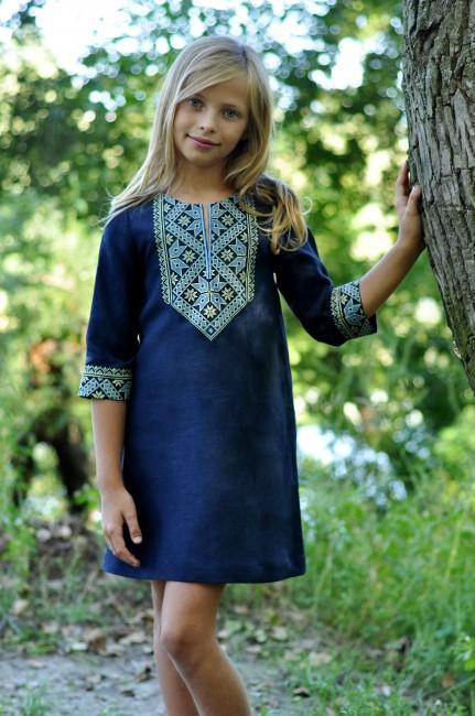 Детское вышитое платье прямого кроя из натурального льна