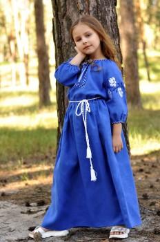 Нарядное вышитое платье из льна для девочки