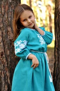 Длинное детское платье из льна для праздничных событий