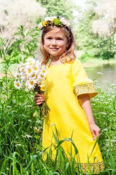 Яркое детское платье с оригинальной вышивкой