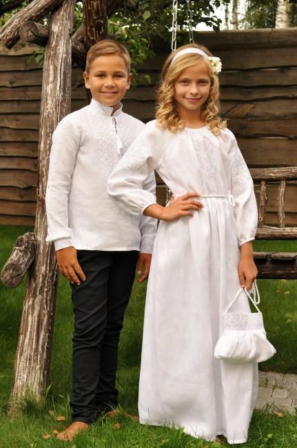 Нарядный комплект для детей - вышиванка для мальчика и длинное платье для девочки  с белой вышивкой