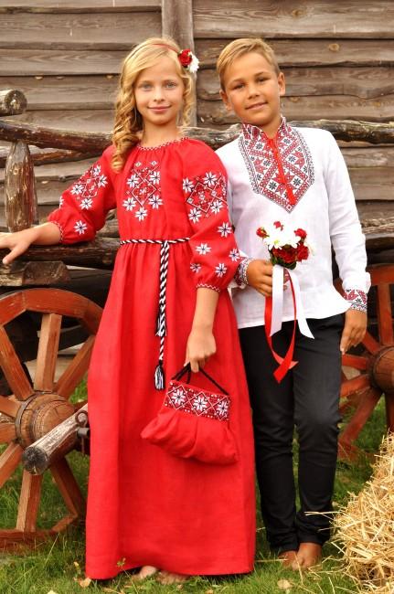 Яскравий святковий комплект для дітей в українському стилі - вишиванка для хлопчика та сукня для дівчинки