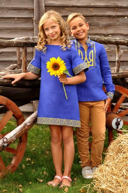 Комплект одежды в национальном стиле - рубашка для мальчика с вышитым трезубцем и вышитое платье для девочки