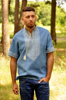 Мужская вышитая рубашка с коротким рукавом