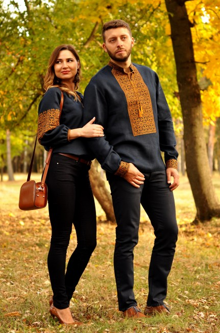 Эффектная мужская вышиванка и женская блуза с вышивкой благородного синего оттенка
