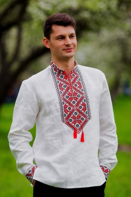 Мужская сорочка-вышиванка с традиционной красно-черной вышивкой