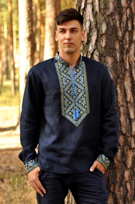 Современная мужская вышиванка с геометрическим орнаментом