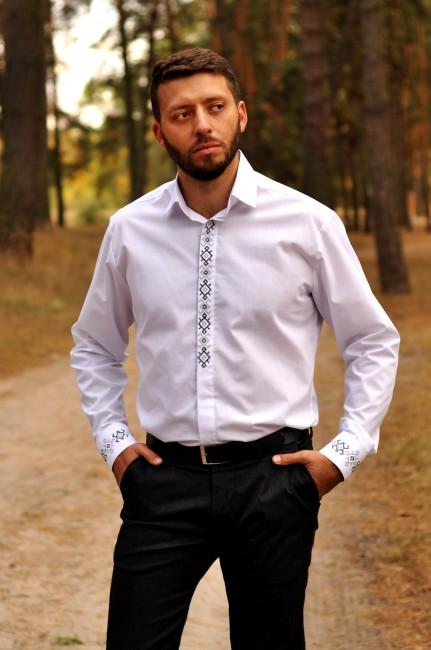 Класична біла сорочка з вишивкою для елегантного чоловіка