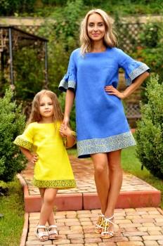 Комплект вышитых платьев  для мамы и дочки с уникальным орнаментом