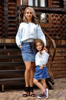 Комплект вышитых блуз для мамы и дочки из тончайшего льна с нежной вышивкой