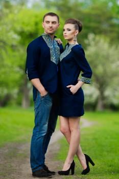 Стильний комплект для пари - чоловіча сорочка та жіноа сукня з геометричним орнаментом