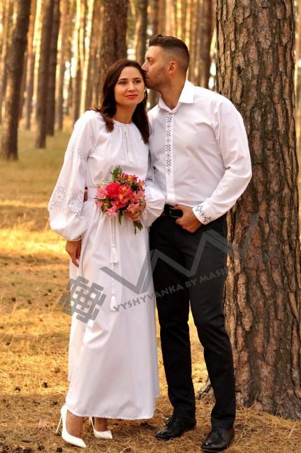 Свадебный комплект –  белоснежное вышитое платье из хлопка и классическая мужская рубашка с лаконичной вышивкой