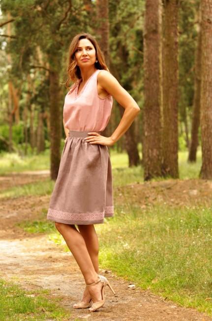 Топ и юбка с вышивкой