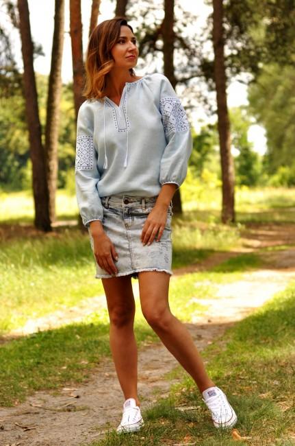 Голубая женская вышиванка