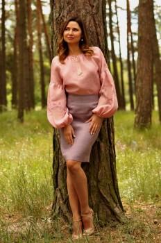 Женственная вышиванка с нежным узором пудрового розового оттенка