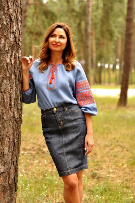 Стильная блузка вышиванка с геометрическим орнаментом