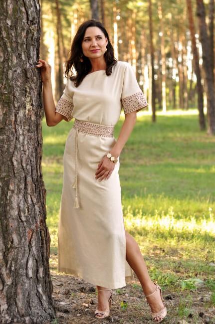 Довга вишита сукня прямого крою з суцільнокроєним рукавом
