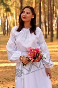Свадебное платье из натуральной ткани с кружевной вышивкой