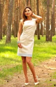 Изящное платье-футляр из натурального льна
