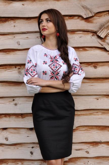 Вышиванка женская с красно-черной вышивкой