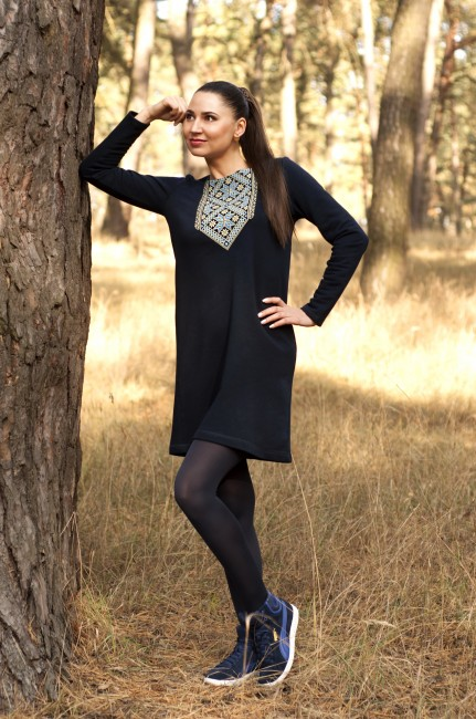 Трикотажна сукня з вишивкою