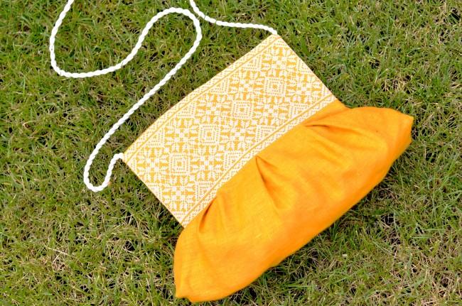 Сумка из натурального материала с вышивкой