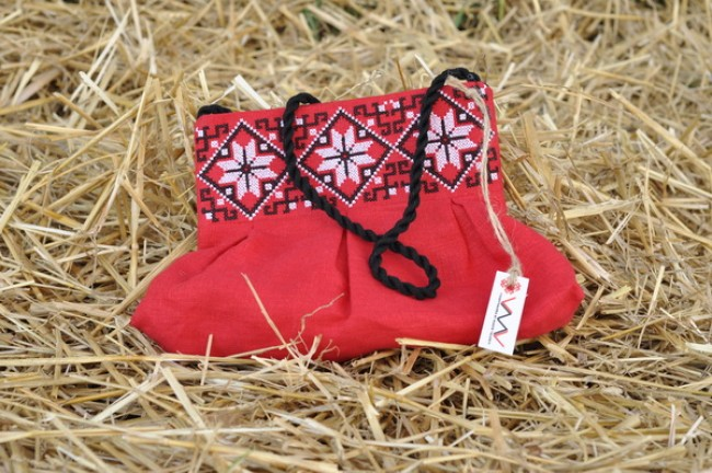 Клатч з вишивкою для дівчинки