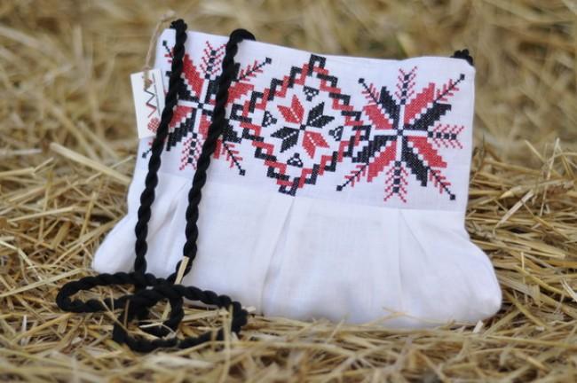 Клатч с вышивкой